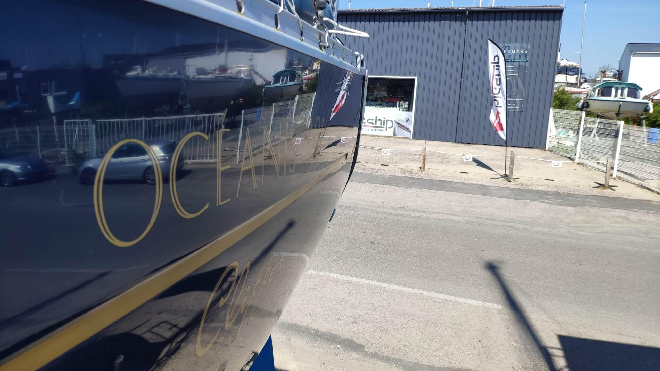 polish coque bleu oceanis 323 latitude nautique nettoyage